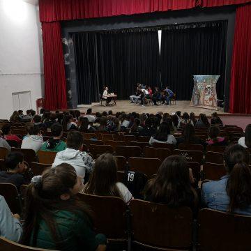 """Velika scena OŠ """"Orjenski bataljon"""" iz Bijele za velike male glumce forum teatra"""